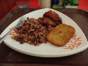 Gallo pinto (rice and beans), plaintain and hashbrown